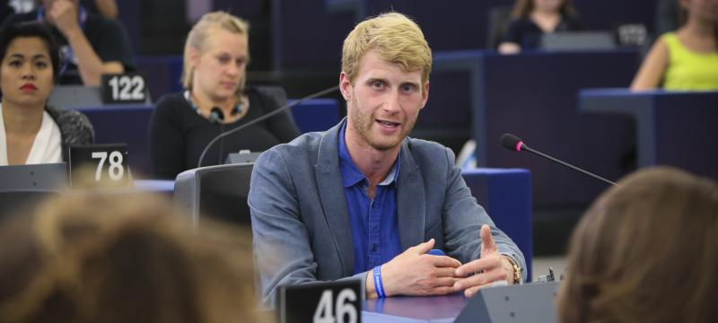 EYE2018 participant talking in the Hemicycle